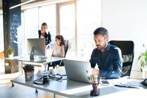 ทำงานที่บ้านหรือทำงานในบริษัทแบบไหนดีกว่ากัน